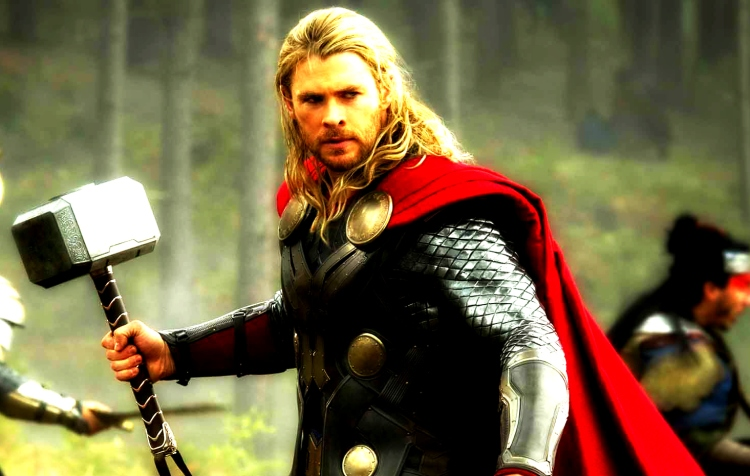 Thor-The-Dark-World-Chris-Hemsworth-hammer